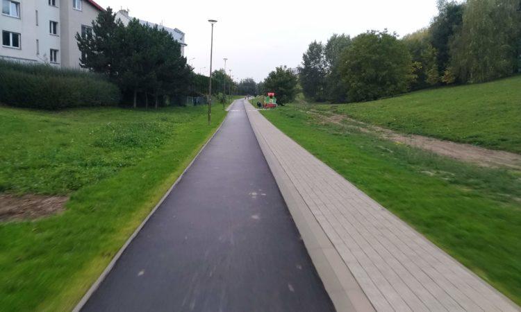 Ciąg pieszy, droga rowerowa na przedłużeniu Parka Jana Pawła II